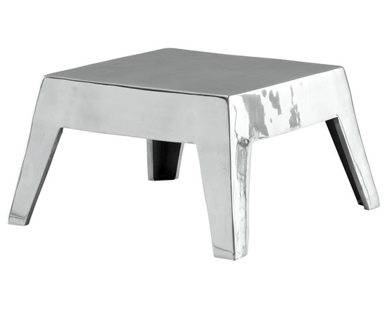 Poliform Basso coffee table - Coffee table in aluminium casting. Simple lines for the new proposal of Paolo Navone. An exclusive design which makes the convivial environment more sought-after.