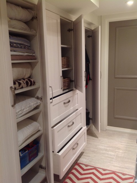 Laundry Room in Beaconsfield - Contemporary - Laundry Room - montreal - by Wow Great Place