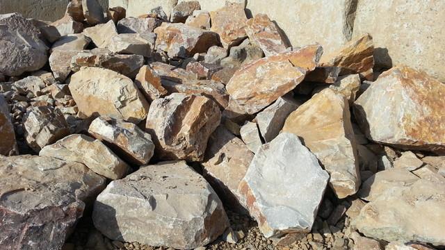 Honey quartz boulders san diego by krc rock for Landscaping rocks quartz