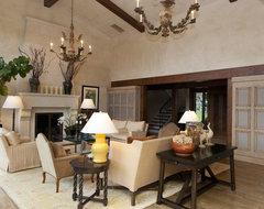 Sandy traditional-living-room