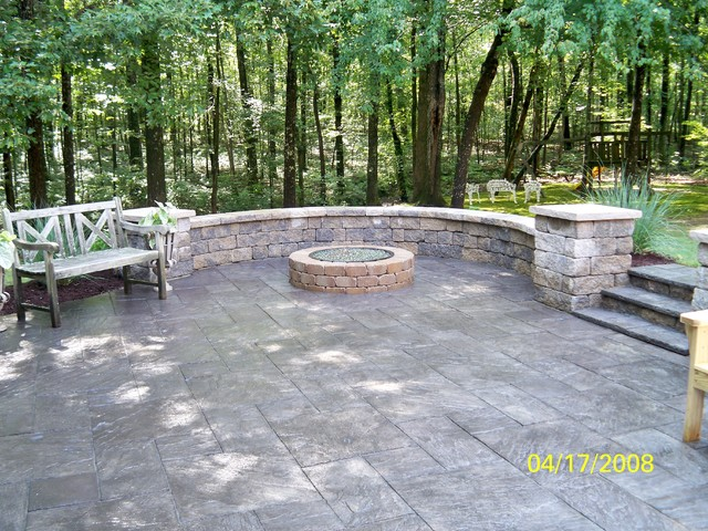 Outdoor living traditional-outdoor-decor