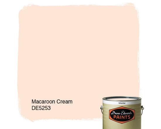 Dunn-Edwards Paints Macaroon Cream DE5253 -