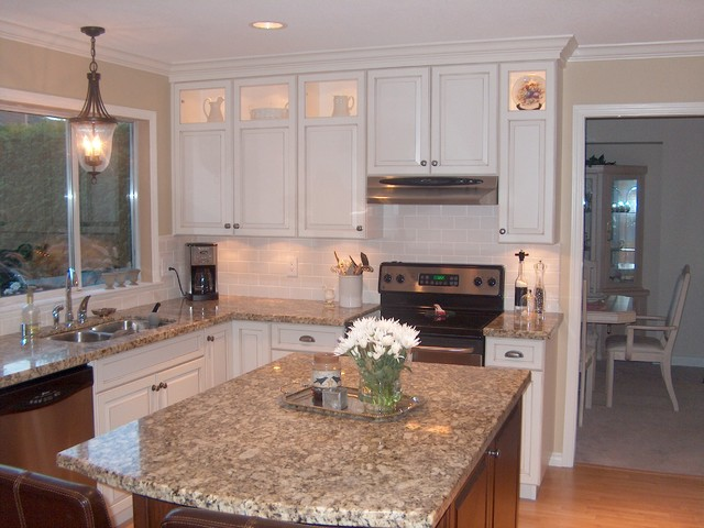 Contrasting Stained Wood and White Painted Cabinets kitchen-cabinets