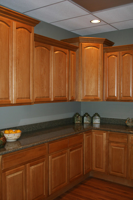 Oak kitchen cabinets home design traditional cabinetry for Kitchen cabinets 99 street edmonton