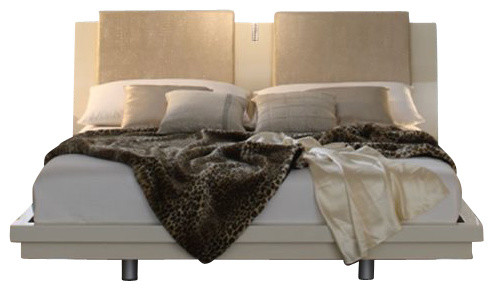 Rossetto Diamond Platform Bed with Night Stands 3 Piece Bedroom Set transitional-beds