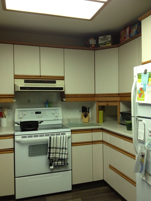 White laminate kitchen cabinets with wood trim wood floors for Laminate kitchen cabinets