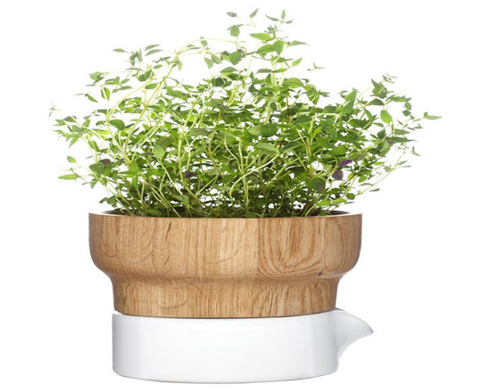 Fix Herb Pot - Sagaform can do no wrong. I love every collaboration and every product they put on the market. This indoor herb system is absolutely gorgeous. A tip of my hat to you again!