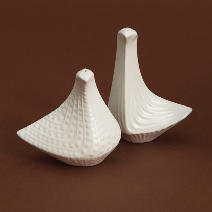 Bird Salt/Pepper Shakers contemporary-salt-and-pepper-shakers-and-mills