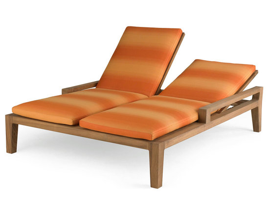 Banyan Double Chaise - Influenced by the power and romance of the Banyan tree's epiphyte nature to spread its roots and bear fruit, Link Outdoor introduces its Banyan Collection, design by Holly Hunt. Seen as a departure from the strong contemporary and youthful lines of recent introductions, Banyan is a deep-seated luxurious collection of plush classical outdoor furniture made for lounging and pure comfort - a collection that will transform outdoor spaces into contentment zones for living well.  ©Link Outdoor