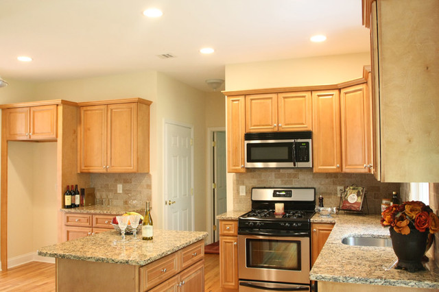 Light Kitchen Cabinets Home Design traditional kitchen cabinetry