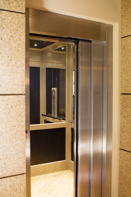 Custom Residential Elevator With Sliding Doors Modern