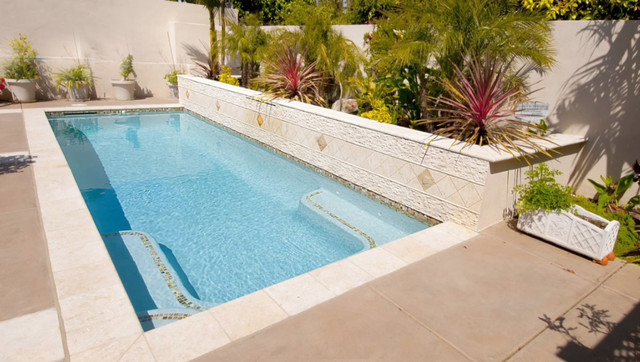Rectangular pool with water features - Rectangle pool with water feature ...