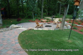 Backyard fire pit with boulder sitting wall contemporary