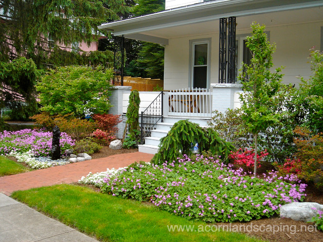 Front yard landscape designs ideas plantings walkways for Houzz landscape architects