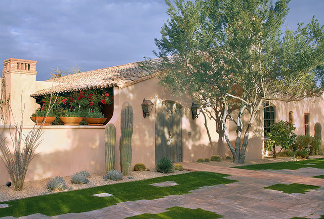Paradise Valley Residence traditional-entry