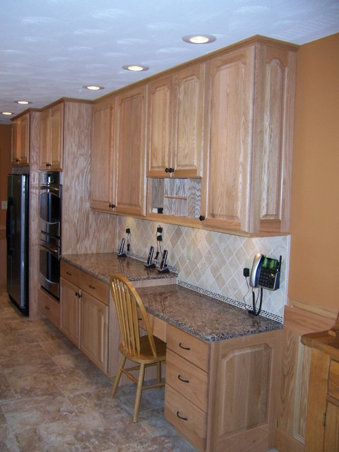 Door Style Oak Wood Natural Stain Traditional Kitchen Cabinets