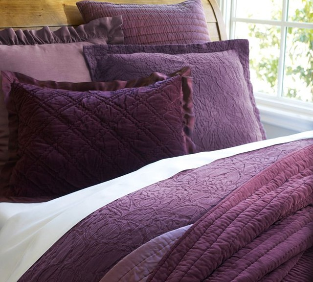 The ultra-plush and lustrous Wamsutta Velvet Duvet Cover adds luxe coziness to your bed. The cotton-viscose blend provides a soft, sumptuous hand and beautiful sheen. Velvet piping trims the duvet and matching pillows shams for an elegant finish.
