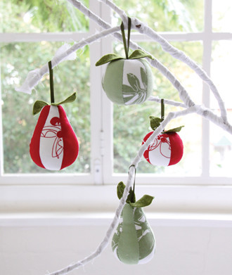 Set of 4 Decorations contemporary-christmas-ornaments