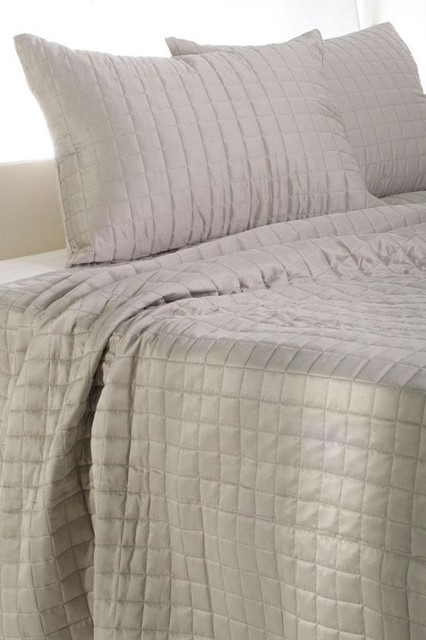 Harper Bedding Set traditional-quilts-and-quilt-sets