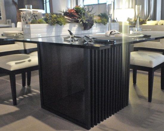 Showroom Pieces - Square Dining Table in Ebony / Imbuia Finish