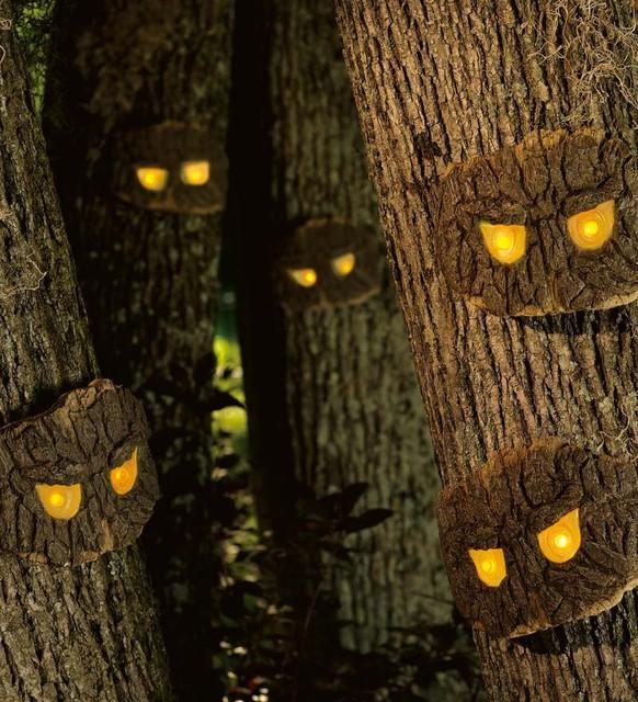 Scary Outside Halloween Decorating Ideas: Decorative Halloween Scary Tree Eyes
