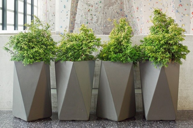 Inner Gardens Fiber Cement Arrow Planter outdoor-pots-and-planters