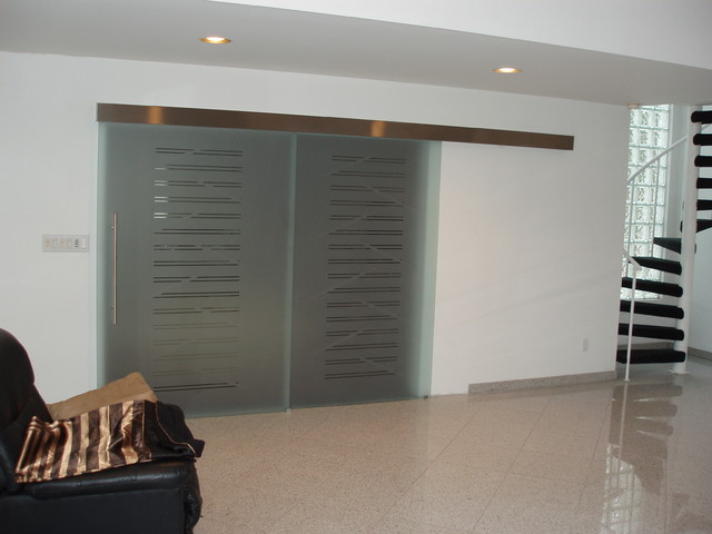Parallel glass sliding door on the wall model sagitta for Sliding glass doors nyc
