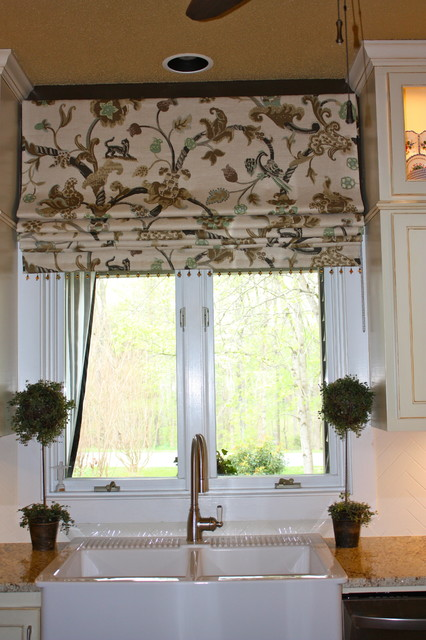 Hanging in style designs traditional roman shades for Fabric window blinds designs