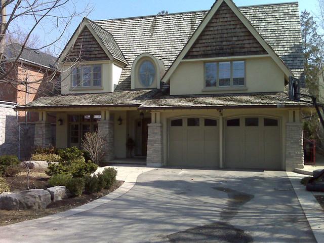 House Exterior's traditional-exterior