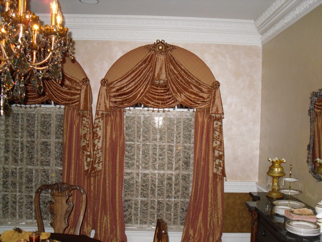Layers make the dining room for Dining room window treatments