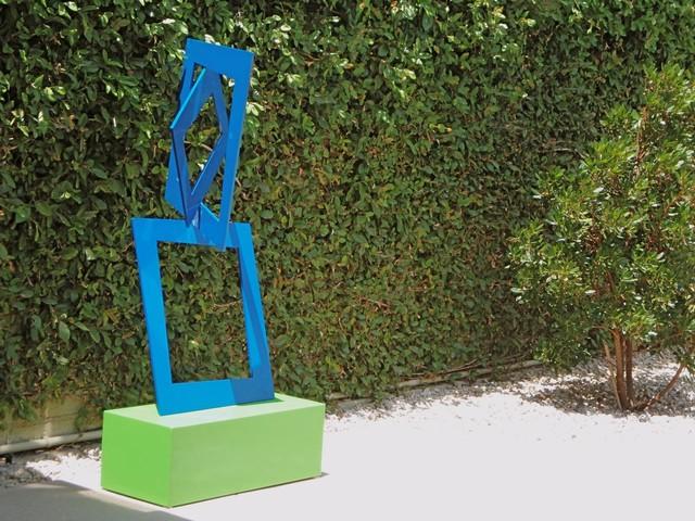 terrasculpture closer contemporary garden statues. Black Bedroom Furniture Sets. Home Design Ideas
