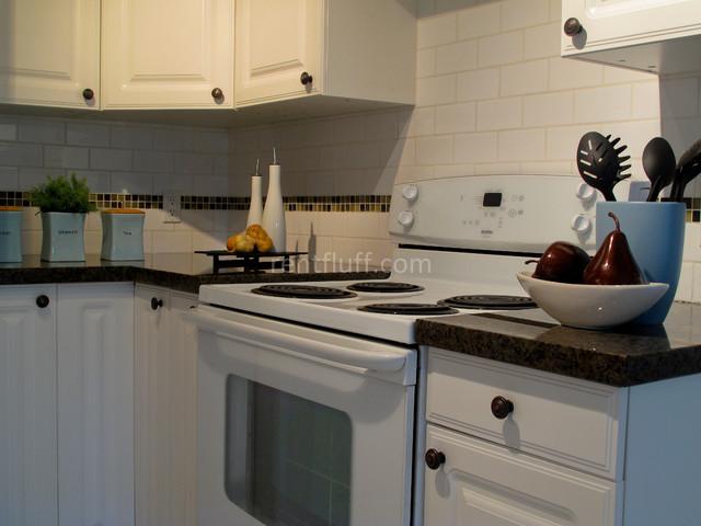 1993-1695 SW Marine Drive kitchen