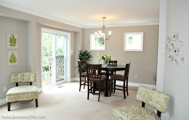 Small dining area staging traditional dining room for Small dining room ideas houzz