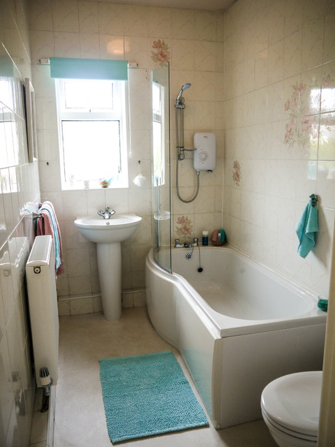 Bungalow Staged For Sale Hull Traditional Bathroom