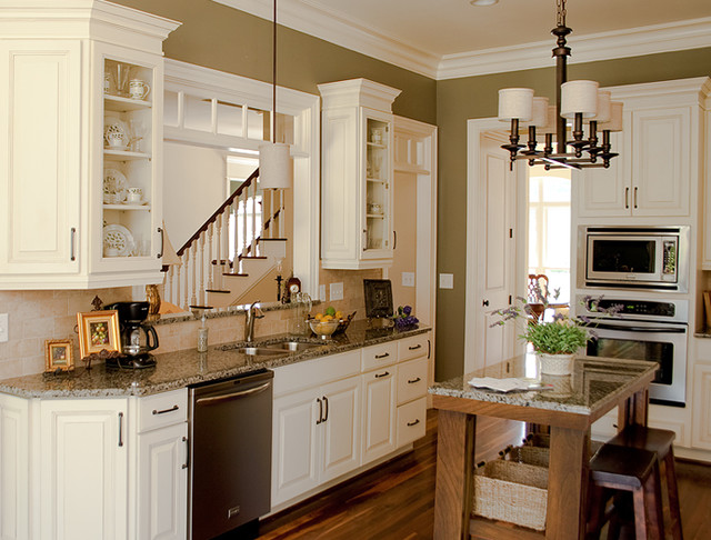 White Kitchen Cabinets | Carlton Door Style | CliqStudios - Traditional - Kitchen - minneapolis ...