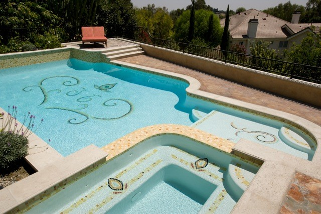 POOLS swimming-pools-and-spas