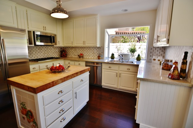 Home Staging - West Hills, CA traditional-kitchen