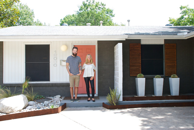 My Houzz Texas Natives Discover Personal Style In A Mid Century Gem Contemporary