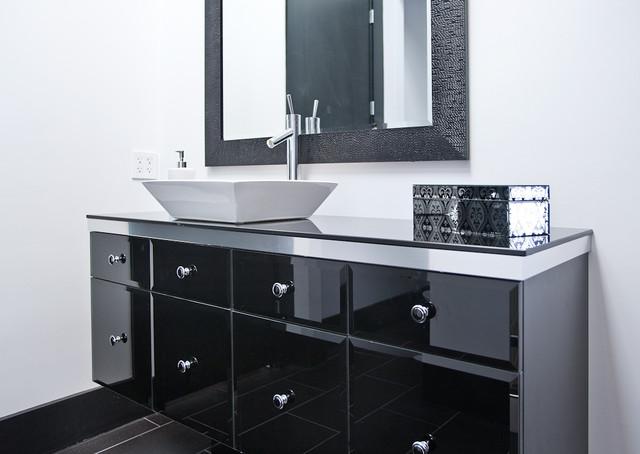 Minimal modern black and white bathroom remodel modern for Modern black and white bathrooms