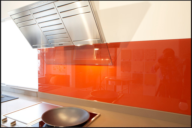 splasbacks and balustrade modern kitchen tile