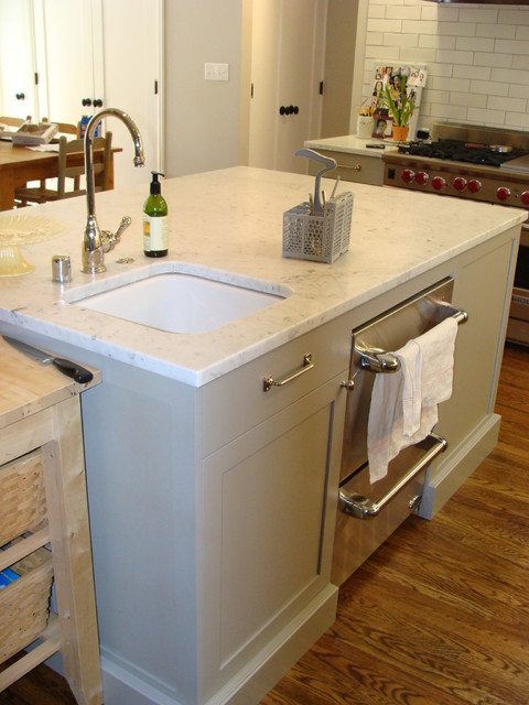 ... dishwasher drawers in the island - great for entertaining traditional
