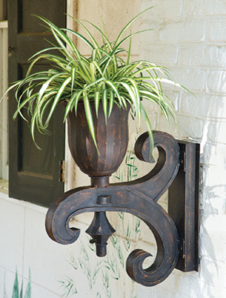 Salisbury Urn and Bracket traditional outdoor planters