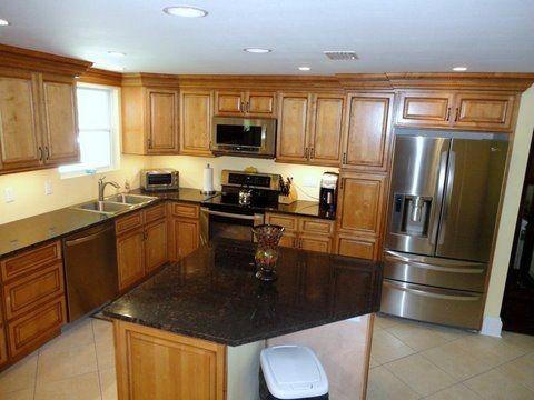 light brown kitchen cabinets sandstone rope door kitchen cabinet kings kitchen cabinetry. Black Bedroom Furniture Sets. Home Design Ideas