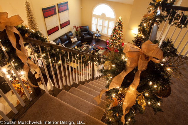 Christmas Decorating traditional-staircase