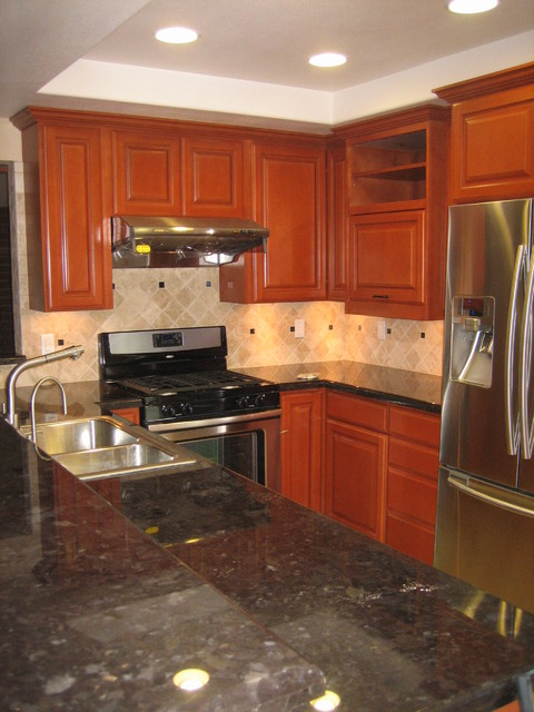 Paseo de Terrado traditional-kitchen