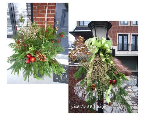 EXTERIOR HOLIDAY DECOR - Some exterior urns and swags.