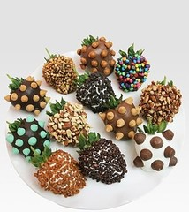 Golden Edibles - Ultimate Chocolate-Covered Strawberries - Saks.com