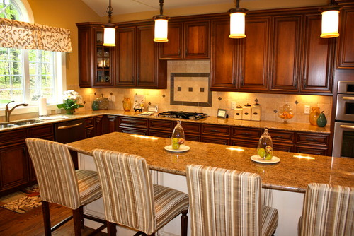 Giallo Veneziano granite and travertine backsplash