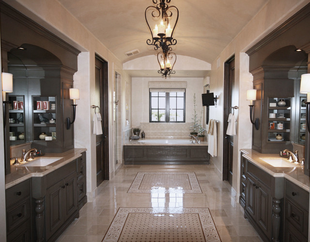Spanish colonial mix master bath for Spanish colonial bathroom design