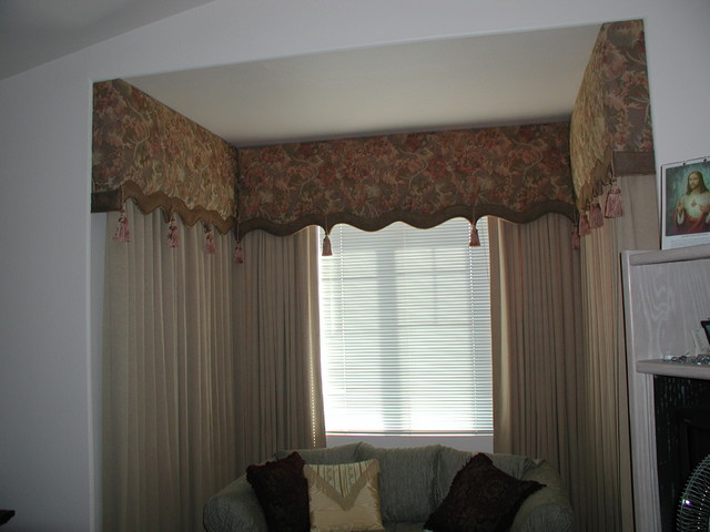 Box window treatments omh cornice box help and the for Wohnzimmer dornstetten